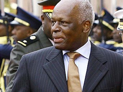 José Eduardo dos Santos gobierna Angola hace 35 años. Al igual que lo que sucede con su homologo ecuatoguineano, la mayoría de los angoleños no ha conocido otro líder que dos Santos. El país se independizó de Portugal en 1975, y el mandatario gobierna desde 1979.