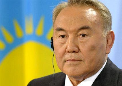 Nursultán Nazarbáyev es el presidente de la república centroasiática de Kazajistán desde 1991, cuando el país se independizara de la rota Unión Soviética. Típico de la estatura de un líder que gobierna desde hace 23 años, Nazarbáyev tiene un amplio expediente en lo que respecta al enriquecimiento ilícito. Por otro lado queda bastante claro que las elecciones que lo ratificaron en el cargo fueron fraguadas. En 2011, fue electo con el 95.5% de los votos.
